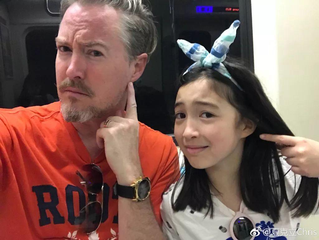邓超被小花妹妹涂指甲,夏克立陪女儿夏天打耳洞…相比怂爹苏大强,女儿奴才是多数吧