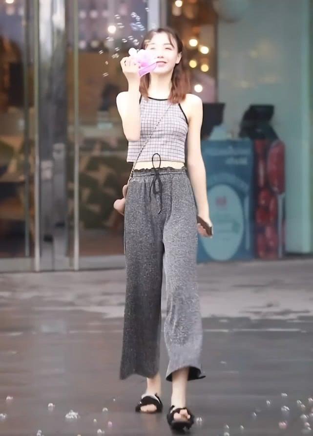 """潮人处流行""""磁石裤"""",时髦不说还贼显瘦的小姐姐插图(4)"""
