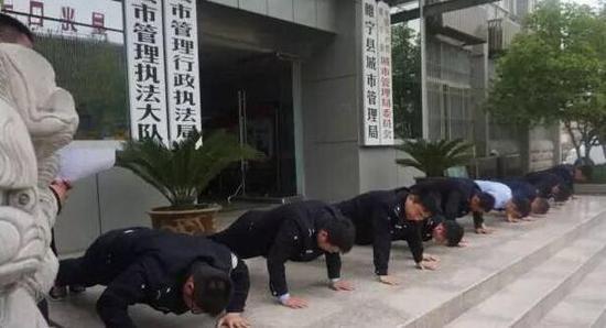 【转】北京时间       江苏睢宁9名城管队员不尽责 集体被罚做俯卧撑 - 妙康居士 - 妙康居士~晴樵雪读的博客
