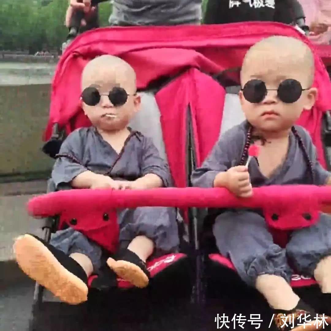 都说小宝宝宠萌可爱,双胞胎两个宝贝,你是我的镜子,我是你的镜子,更是