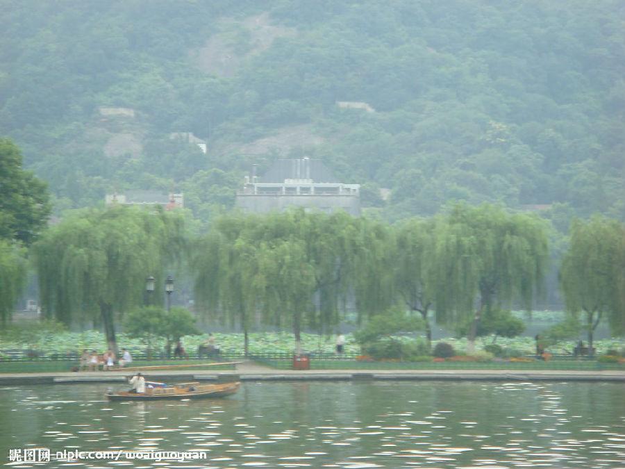 杭州市由于地貌类型复杂,地势高低悬殊,杭州市光,热,水的地域分配不均