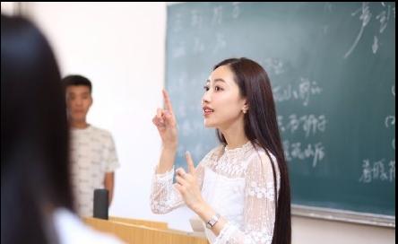 90后美女老师太养眼!天!教育界也开始拼颜值了吗? i