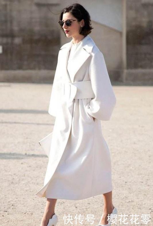 街拍:大衣白色+水床高跟鞋,干净利落大方,冬天天津带情趣白色图片