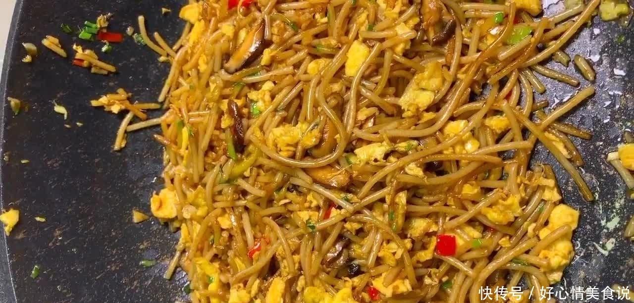 江西人钟爱的早餐鸡蛋炒米粉,营养美味香辣过瘾,既解馋又耐饿!