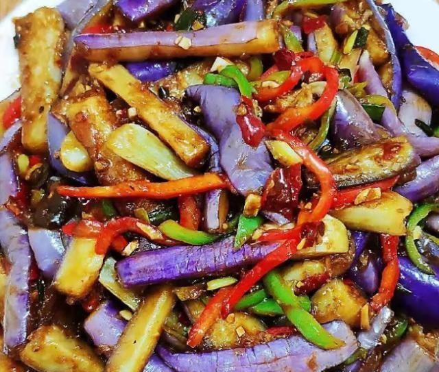 大叔家的家常菜谱:鱼香茄条,酸辣浓郁,软糯脆爽,家人爱吃