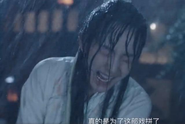 扶摇最虐雨戏,杨幂跪地被群演捏脸吐口水,喊得喘不过气来!