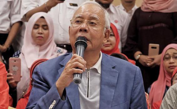 马来西亚前总理宣布辞去国阵和巫统主席职务