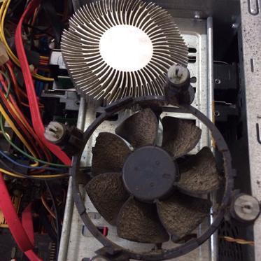 台式电脑机箱内部除尘清灰