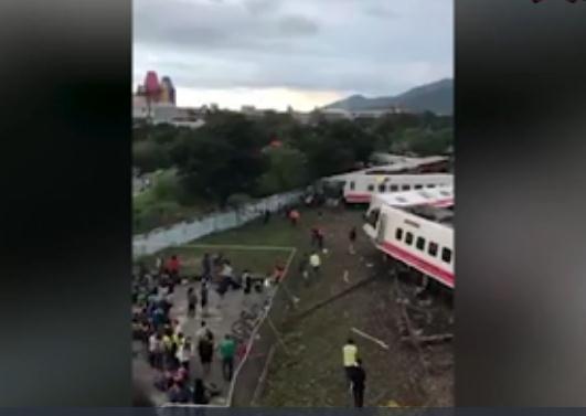 台湾列车出轨22死171伤