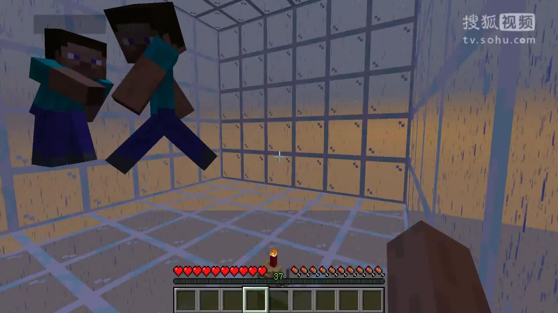 《我的世界》中文版是一款带有生存冒险元素的建造类游戏。整个游戏世界由各种方块构成,玩家可以破坏它们,也可以用自己的方块随意建造东西。为了在游戏里生存和发展,玩家需要通过伐木、挖矿、捕猎等方式获取资源,并通过合成系统打造武器和工具(这方面和《牧场物语》有些类似)。随.
