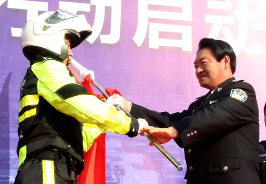 沈阳市副市长,公安局党委书记,局长刘国秀到交警沈河大队大西岗看望