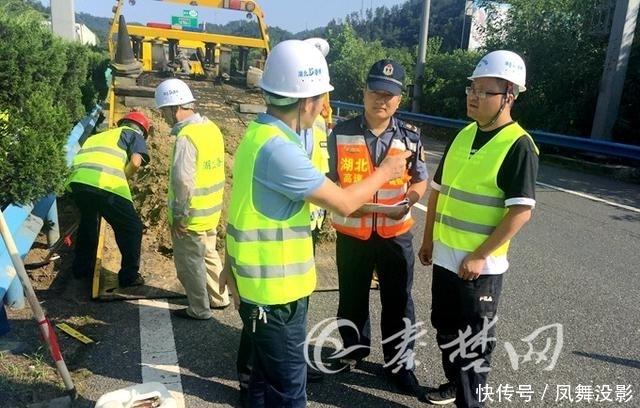 十堰取消高速公路省界收费站工程开工啦!首个ETC龙门架基础开挖