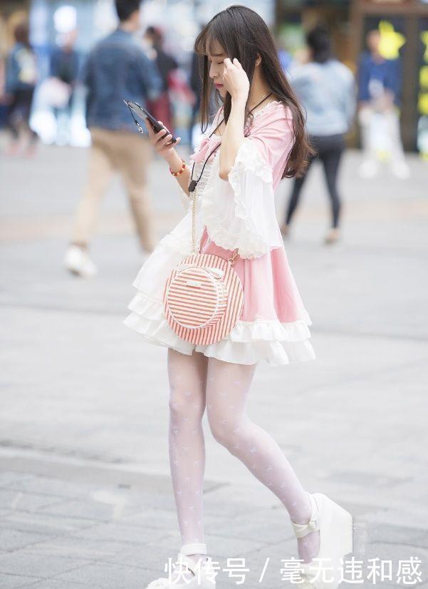 小姐姐洛丽塔风格穿搭,清新甜美,像是从漫画中走出来美少女!
