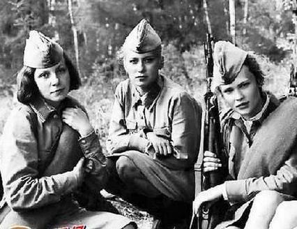 二战苏联女兵:为何都不穿裤子上战场? - 一统江山 - 一统江山的博客
