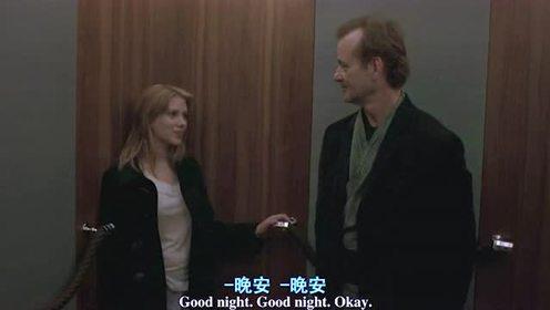 新婚主妇与中年大叔的电梯吻别