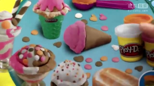 小猪佩奇制作彩泥冰淇淋