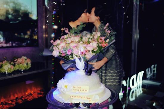 林依轮为妻子西华庆生妻美子帅夫妻甜蜜拥吻