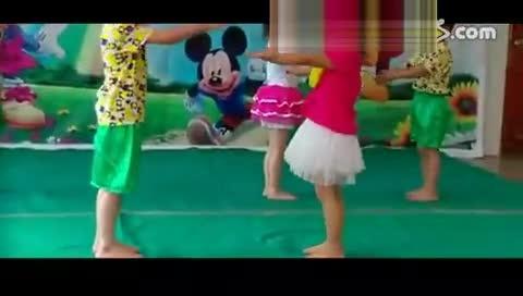 六一儿童节幼儿园中班舞蹈 泼水歌 视频